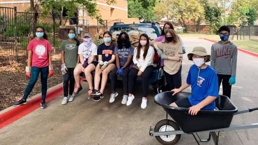 Briarhill Middle School Helps Neighbors at Heritage