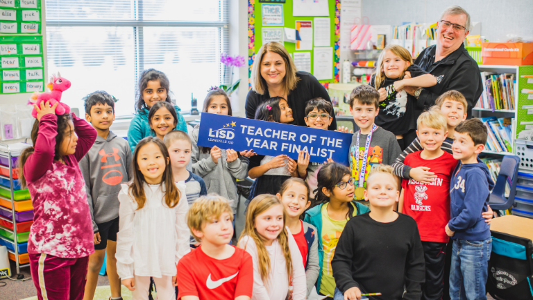 Bluebonnet Elementary teacher Shirley Harris poses with LISD Superintendent and her class.