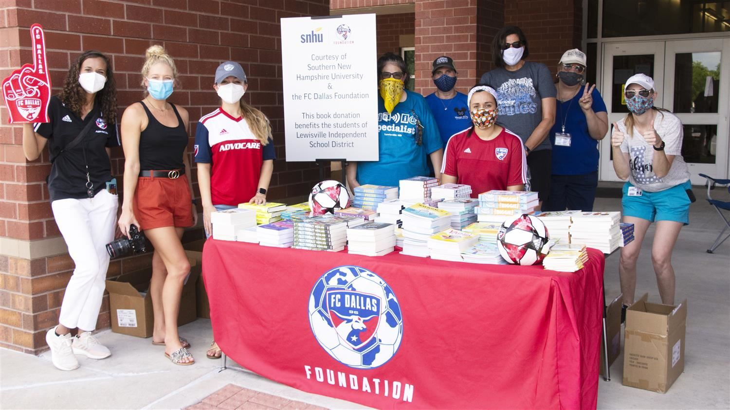 LISD Receives Generous Book Donation from FC Dallas, Southern New Hampshire University