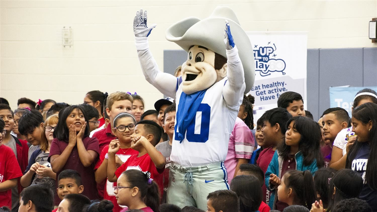 Dallas Cowboys Mascot Energizes Central Elementary