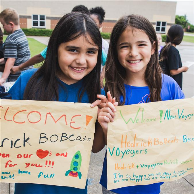 Hedrick Elementary Students Receive Big Welcome from Vickery and Parkway Elementary Schools